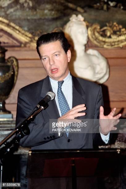 French Civil Service minister Dominique Perben gives a press conference on February 4 1997 in Paris le ministre de la Fonction publique Dominique...
