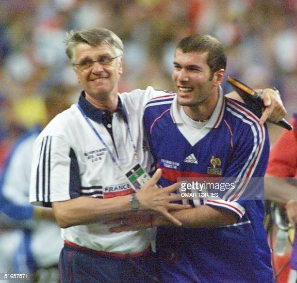 French coach Aime Jacquet celebrates with Zinedine Zidane 12 July after the FIFA Trophy presentation ceremony at the Stade de France in Saint-Denis...