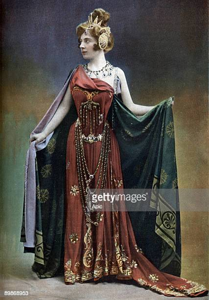 French comedian Amelie Dieterle as Omphale in operetta 'Les travaux d'Hercule' Paris photo from french paper 'Le Theatre' april 11 1901