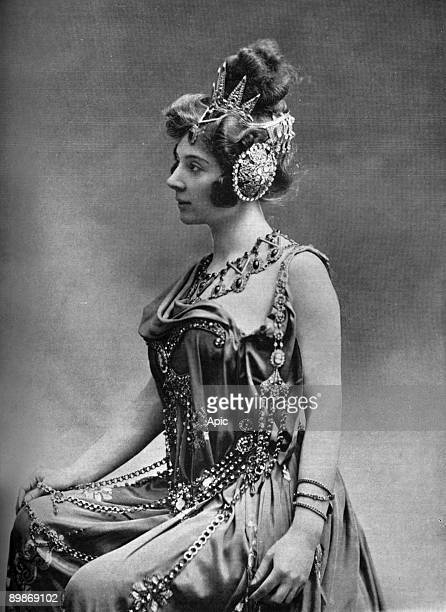French comedian Amelie Dieterle as Omphale in operetta 'Les travaux d'Hercule' Paris photo from french paper 'Le Theatre' april 1901