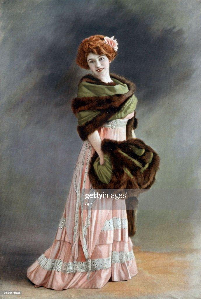 """French comedian Amelie Dieterle, Paris, photo by Reutlinger from french paper """"Le Theatre"""" december 1908 : Fotografía de noticias"""