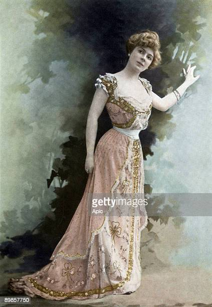 French comedian Amelie Dieterle Paris photo from french paper Le Theatre january 1903