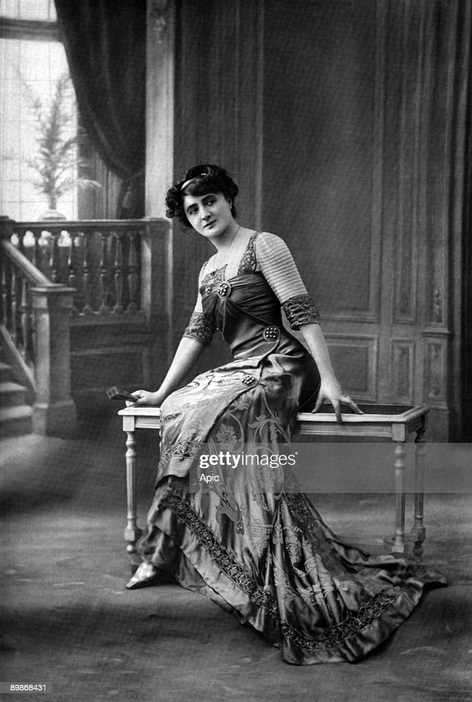 French comedian Leonie Yahne, photo from french paper 'Le Theatre' march 1913 : News Photo