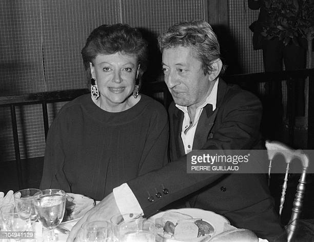 French compposer Serge Gainsbourg and one of his singer Regine attend a party at the night club Le Palace in Paris on October 24 1984 AFP PHOTO...