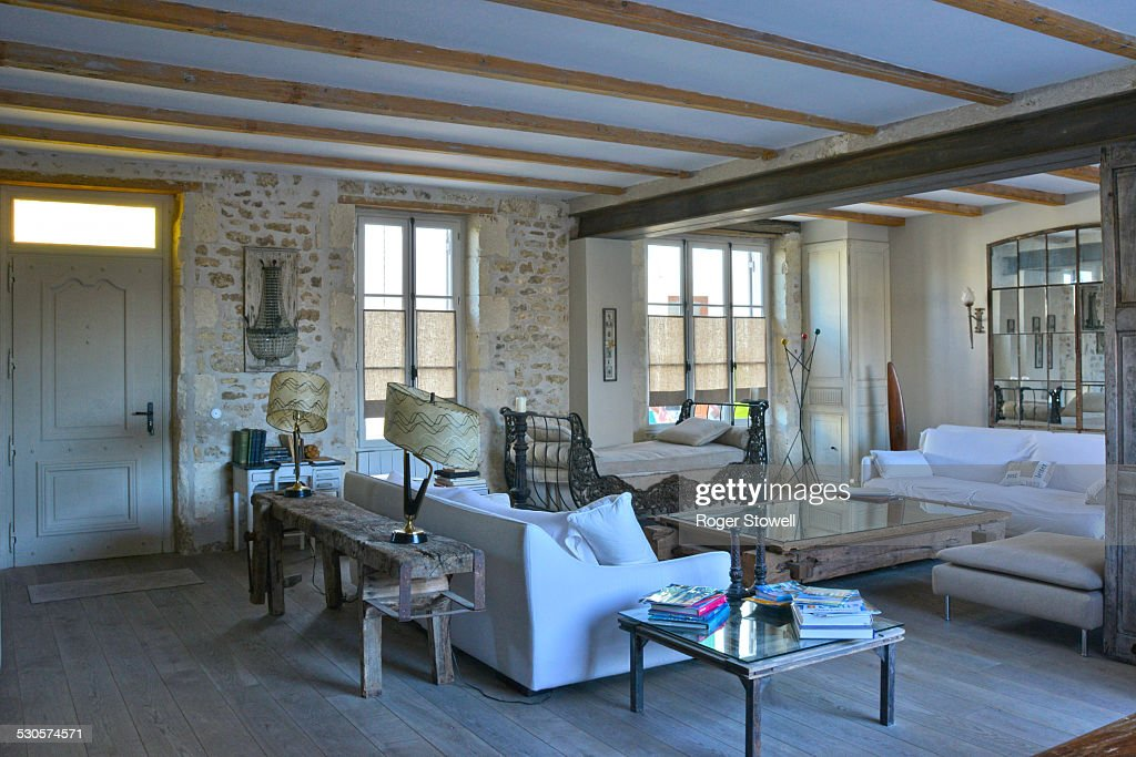 French Country House Living Room Stock-Foto - Getty Images