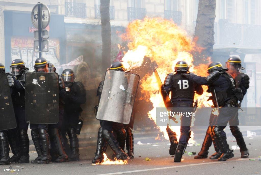 TOPSHOT-FRANCE-LABOUR-MAYDAY-DEMO : News Photo