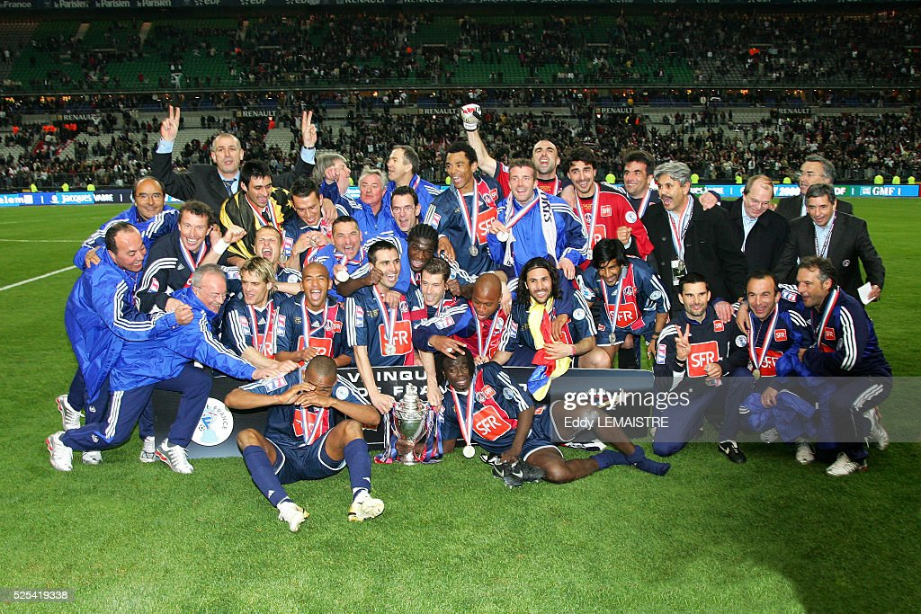 French Cup Final, season 2005-2006, Paris Saint Germain (PSG) vs Olympique de Marseille (OM). PSG won 2-1. PSG's players celebrate victory with the trophy.
