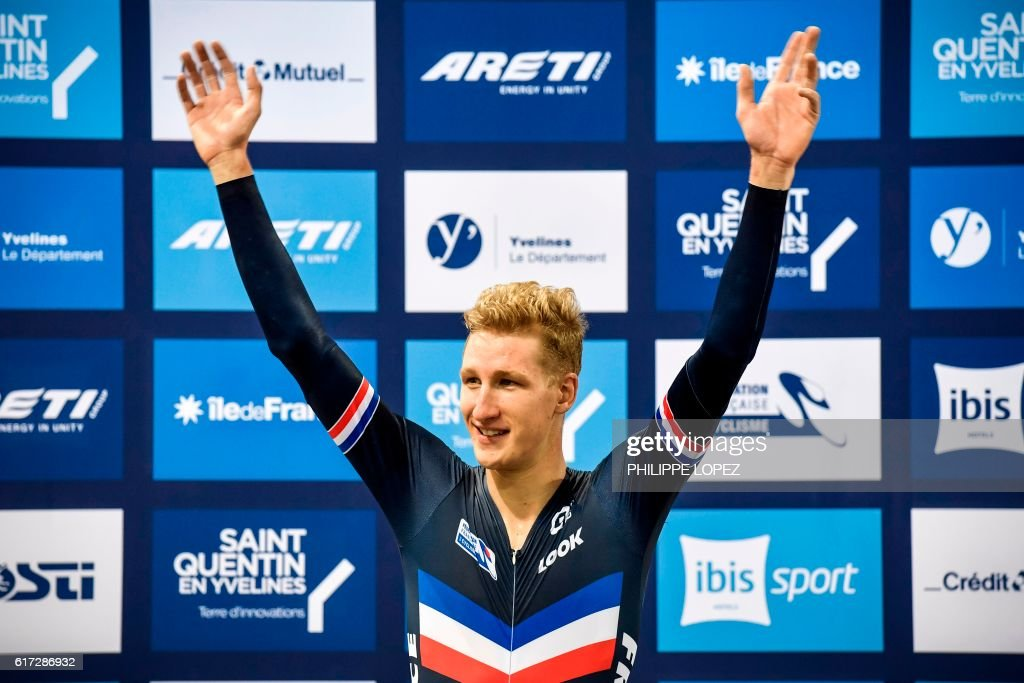 French cyclist Corentin Ermenault celebrates on the podium after winning gold medal in the men's individual pursuit at the European Track Championships Saint Quentin en Yvelines on October 22, 2016. / AFP / PHILIPPE