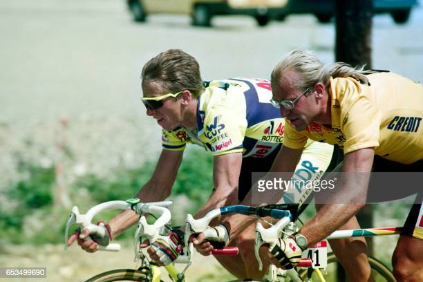 French cyclist Laurent Fignon rides next to US cyclist Greg Lemond during the 19th stage of the Tour de France between Villard de Lans and...