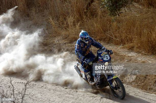 French Cyril Despres rides his KTM 15 January 2005 during the fifteenth stage of the 27th Dakar Rally between Tambacounda and Dakar on the eve of the...