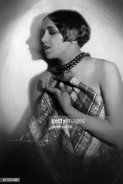 French dancer Ruth Bayon of the Folie Wagram Portrait by Manasse 1927