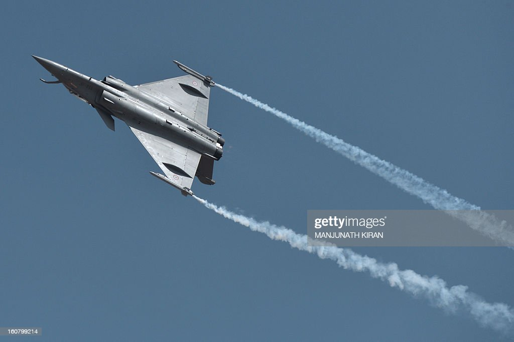 A French Dassault Rafale fighter performs during Aero India 2013 at the Yelahanka Air Force station in Bangalore on February 6, 2013. India, the world's leading importer of weaponry, opened one of Asia's biggest aviation trade shows Wednesday with Western suppliers eyeing lucrative deals and a Chinese delegation attending for the first time. AFP PHOTO/Manjunath KIRAN