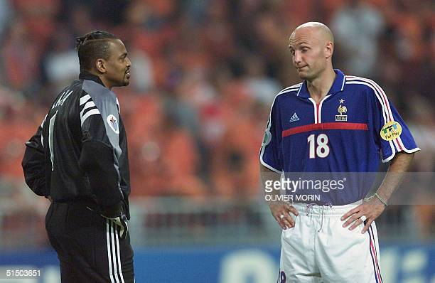 French defender Franck Leboeuf and goalkeeper Bernard Lama react after the Netherlands scored a third goal during the Euro2000 Group D first round...