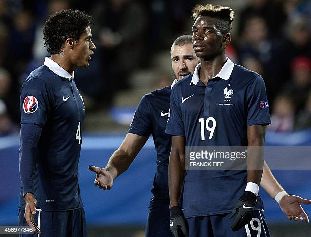 French defender Raphael Varane speaks with French forward Karim Benzema and French midfielder Paul Pogba during the friendly football match France vs...