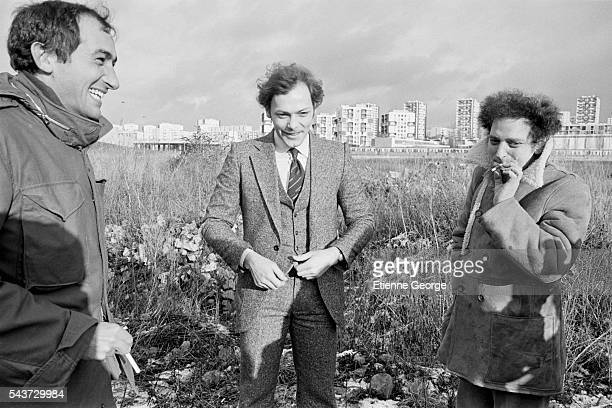 French director Alain Corneau actor Patrick Dewaere and writer Georges Perec on the set of Corneau's film Serie Noire based on American writer Jim...