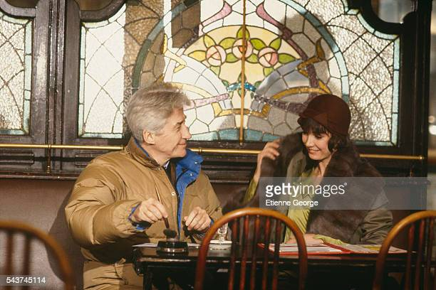 French director Alain Resnais chats to actress Sabine Azéma on the set of Melo, directed by Resnais based on the Henri Bernstein play. Sabine Azéma...