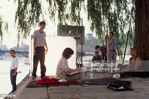 French director Leox Carax actress Juliette Binoche and actor Denis Lavant on the set of Carax's film Les Amants du Pont Neuf