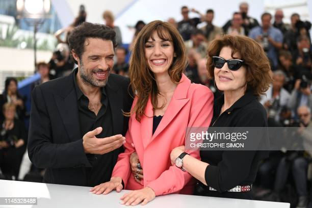 French director Nicolas Bedos French actress Doria Tillier and French actress Fanny Ardant pose during a photocall for the film La Belle Epoque at...