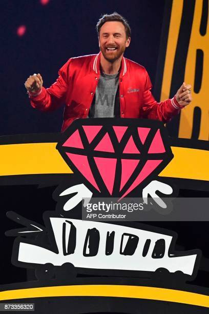 French DJ David Guetta performs during the 2017 MTV Europe Music Awards at Wembley Arena in London on November 12 2017 / AFP PHOTO / Ben STANSALL