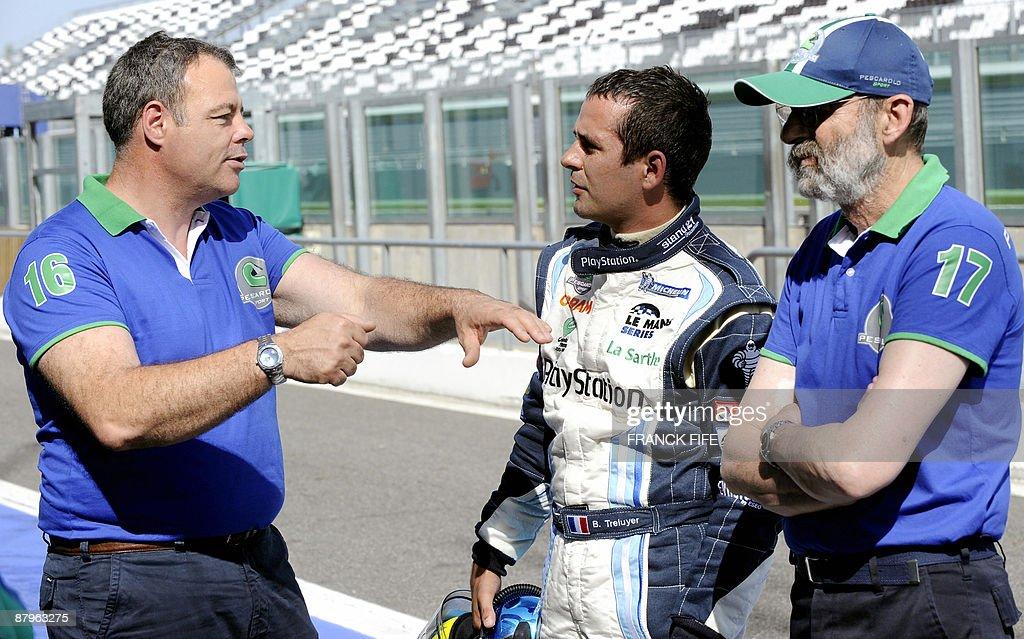 French driver Benoit Treluyer (C) listen : News Photo