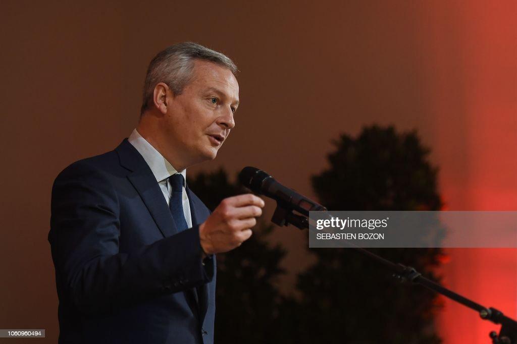 FRANCE-ECONOMY-GOVERNMENT-POLITICS-LIBRARY : News Photo