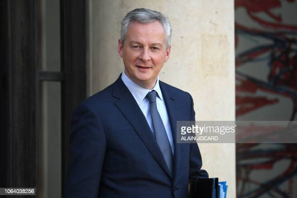 French Economy Minister Bruno Le Maire leaves the Elysee presidential Palace after the weekly cabinet meeting on November 21 in Paris