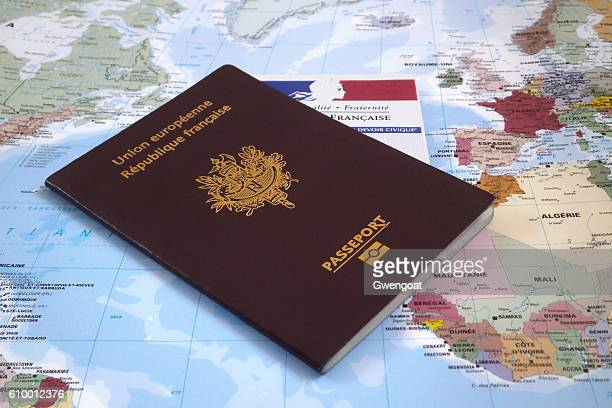 french electoral voting card and passport - passeport photos et images de collection