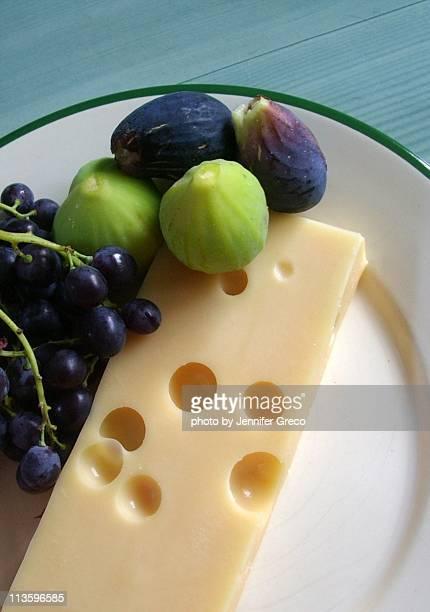 french emmental - zwitserse kaas stockfoto's en -beelden
