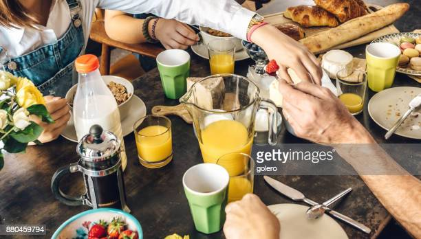 french family at breakfast table
