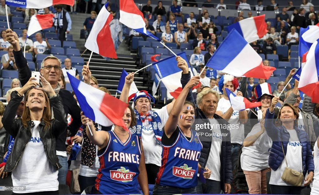 French fans cheer to their team prior to the basketball European Championships Eurobasket 2017 qualification round Group A match France vs Finland in Helsinki, Finland on August 31, 2017. / AFP PHOTO / Lehtikuva / Jussi Nukari / Finland OUT