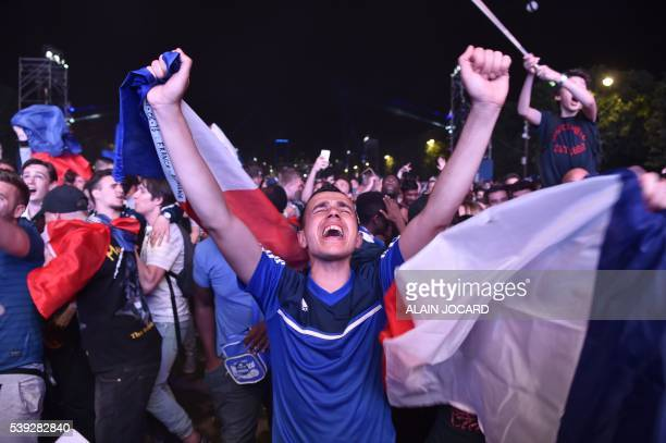 TOPSHOT French fans react after France won the Euro 2016 football match against Romania on June 10 2016 at the fan zone in Paris AFP PHOTO / ALAIN...