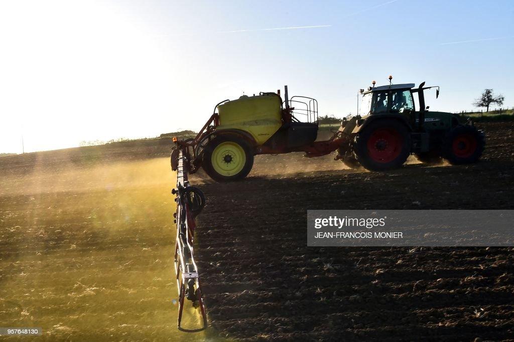 FRANCE-EU-AGRICULTURE-GLYPHOSATE : News Photo