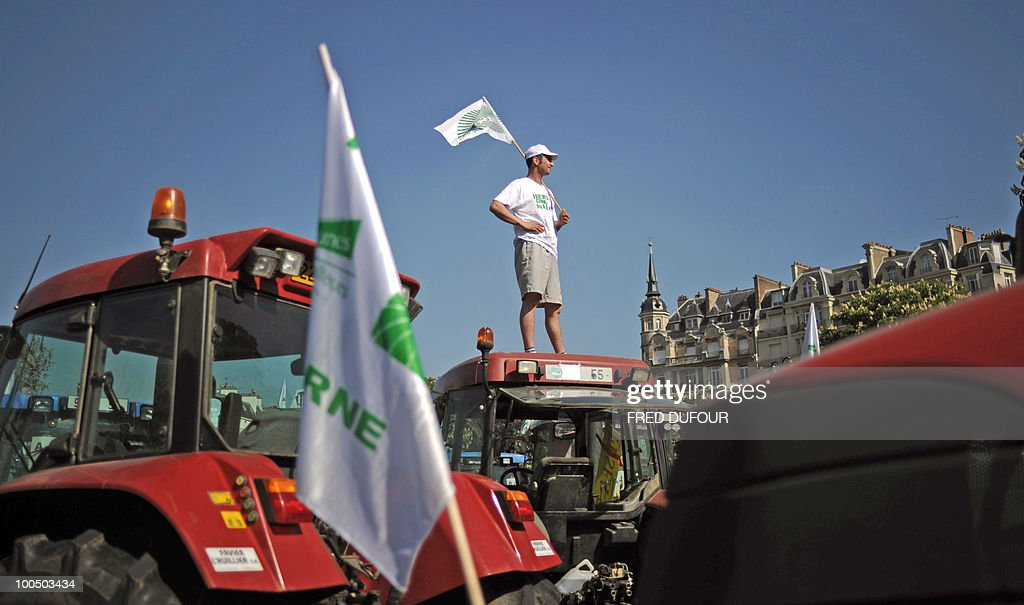 French farmers demonstrate with their tractors in Paris on April 27, 2010 against wages cut and to denounce the European Farm Policy. The demonstration headed by grain farmers was called by 14 regional unions and backed by the National Farmers union (FNSEA).