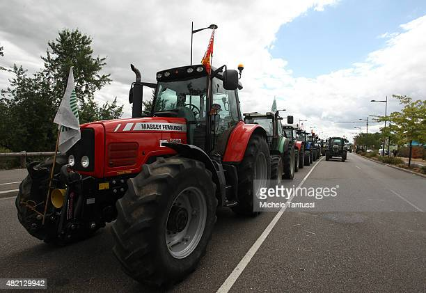 French farmers use tractors to form a blockade at the Europe bridge leading over the Rhine between Strasbourg and Kehl on the border to Germany in...