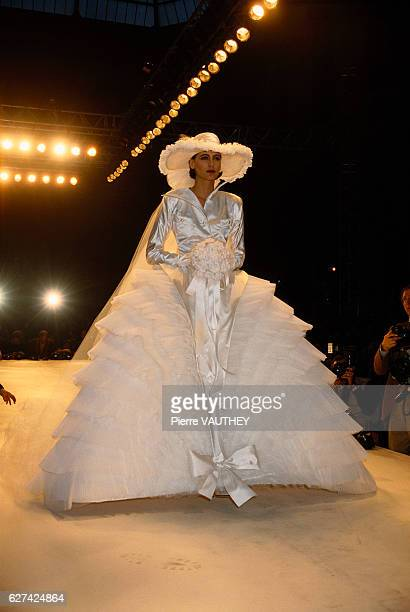 French fashion model Ines de la Fressange models the latest haute couture women's line by French fashion house Chanel at the 1987 SpringSummer...