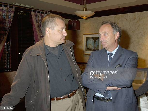 French Film maker JeanPierre Jeunet speaks with TVA Distribution''s President Pierre Lampron August 30 2001 in Montreal Jeunet''s new film 'Le...