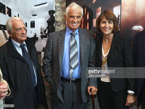 French film star JeanPaul Belmondo poses with his brother director Alain Belmondo and French Culture Minister Christine Albanel 05 October 2007 in...
