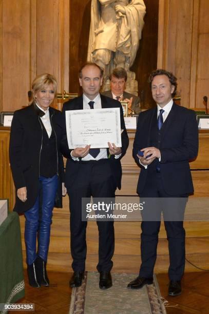 French First Lady Brigitte Macron Guillaume d'Andlau and Stephane Bern pose as they attend the Prix Histoire et Prix Patrimoine 2017 de La Fondation...