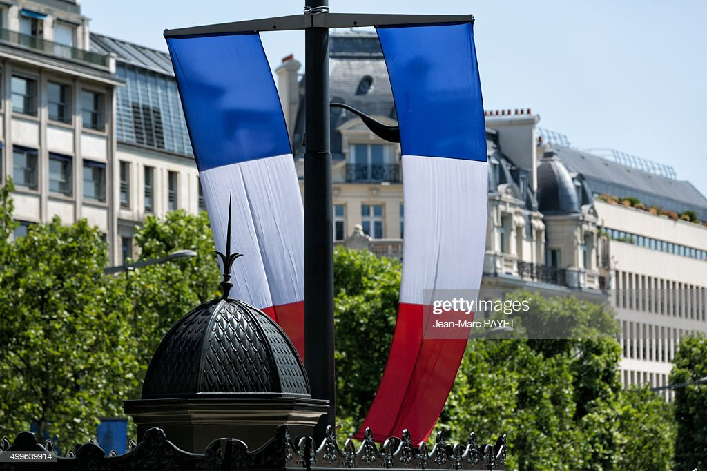 French flag and typical Parisian rooftops in Champs-Elysées. : Photo