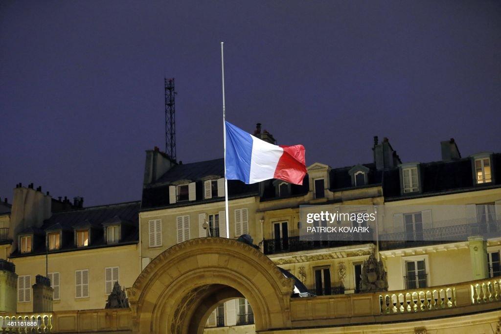 FRANCE-ATTACKS-MEDIA : News Photo