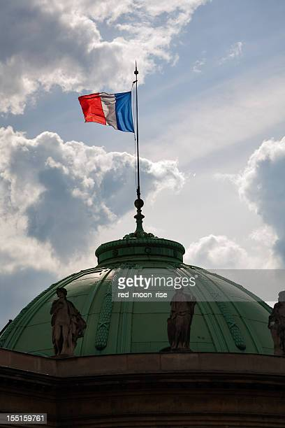 Drapeau français sur l'Assemblée nationale