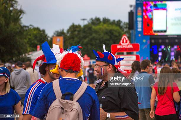 french football fans support national-team at european cup lille france - french football photos et images de collection