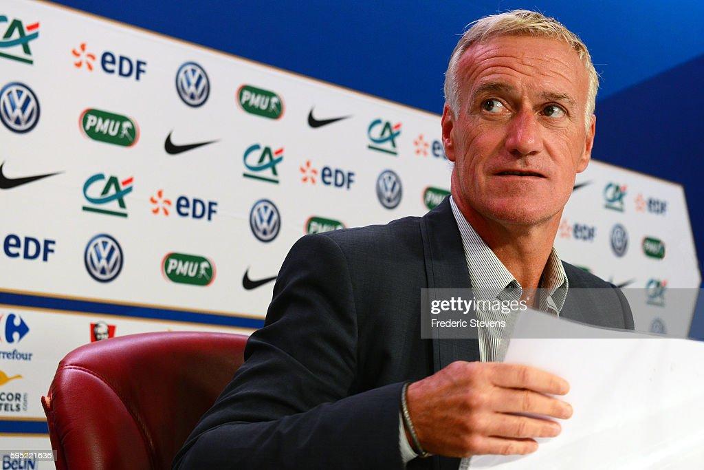 France Head Coach Didier Deschamps Gives A Press Conference : Nachrichtenfoto