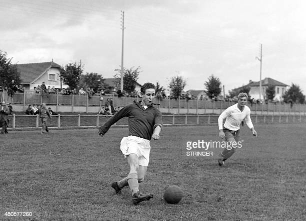 French footballer Raymond Kopa practices during a training session in Rueil on October 1, 1952 prior the match against Germany. AFP PHOTO