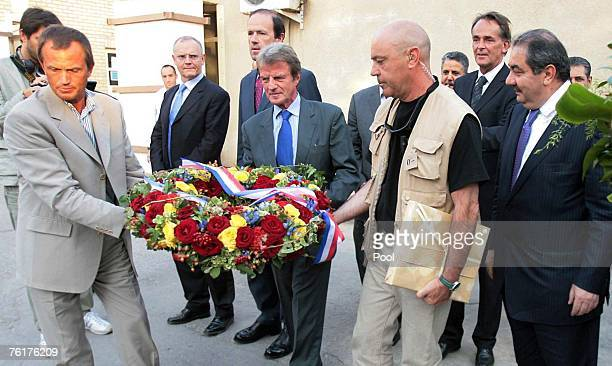 French Foreign Minister Bernard Kouchner arrives with his Iraqi counterpart Hoshyar Zebari to lay a wreath at a memorial monument outside the UN...