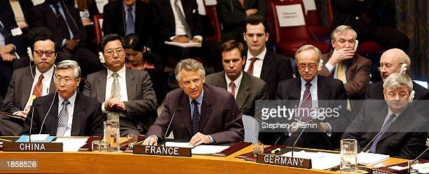 French Foreign Minister Dominique de Villepin flanked by Chinese Foreign Minister Wen Jiabao and German Foreign Minister Joschk Fischer addresses the...