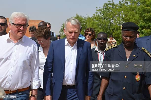 French Foreign minister JeanMarc Ayrault German Foreign minister FrankWalter Steinmeier and Niger's Antiterrorist unit commander Abdoulaye Kaka walk...