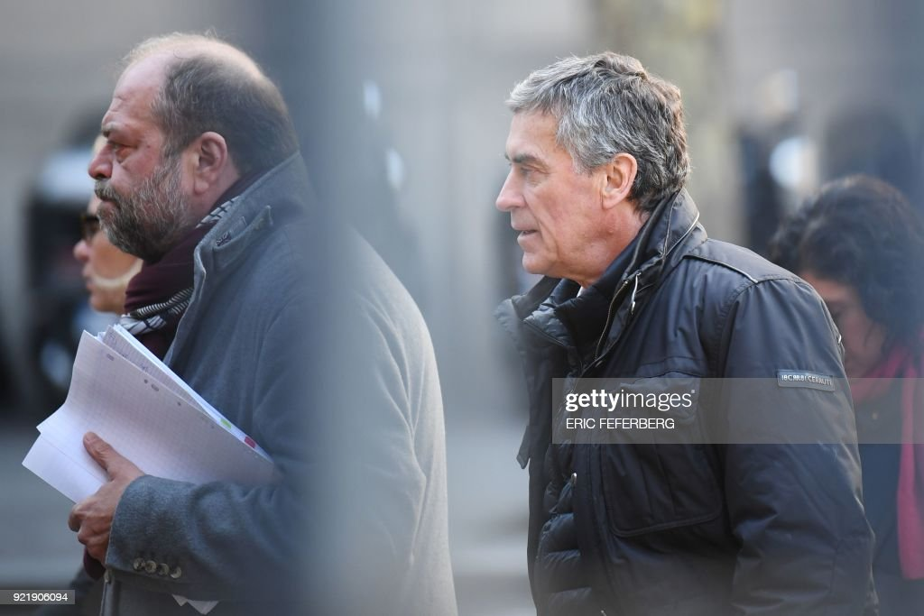 French former budget minister Jerome Cahuzac (R) and his lawyer Eric Dupond-Moretti (L) arrive at Paris' courthouse on February 21, 2018 for the last day of his appeal trial on tax fraud and money laundering. French prosecutors asked on February 20, 2018 a court to uphold the three-year, tax-fraud sentence of a former Socialist budget minister who stashed hundreds of thousands of euros in a Swiss bank account. Jerome Cahuzac was forced to resign from government in 2013 after it emerged that that he had been squirreling away undeclared cash from his lucrative Parisian hair transplant clinic. PHOTO / Eric FEFERBERG