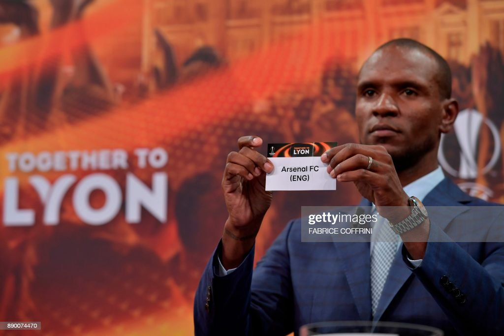 French former international Eric Abidal shows the slip of Arsenal during the draw for the round of 32 of the UEFA Europa League football tournament at the UEFA headquarters in Nyon on December 11, 2017. / AFP PHOTO / Fabrice COFFRINI