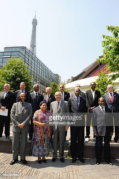 French former President Jacques Chirac poses with members of his foundation's honorary committee Colombian former president Andres Pastrana Former...
